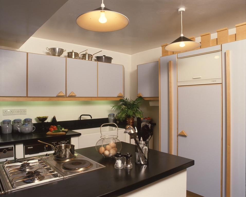 Lewis Design London - Post Modern Kitchen (2)