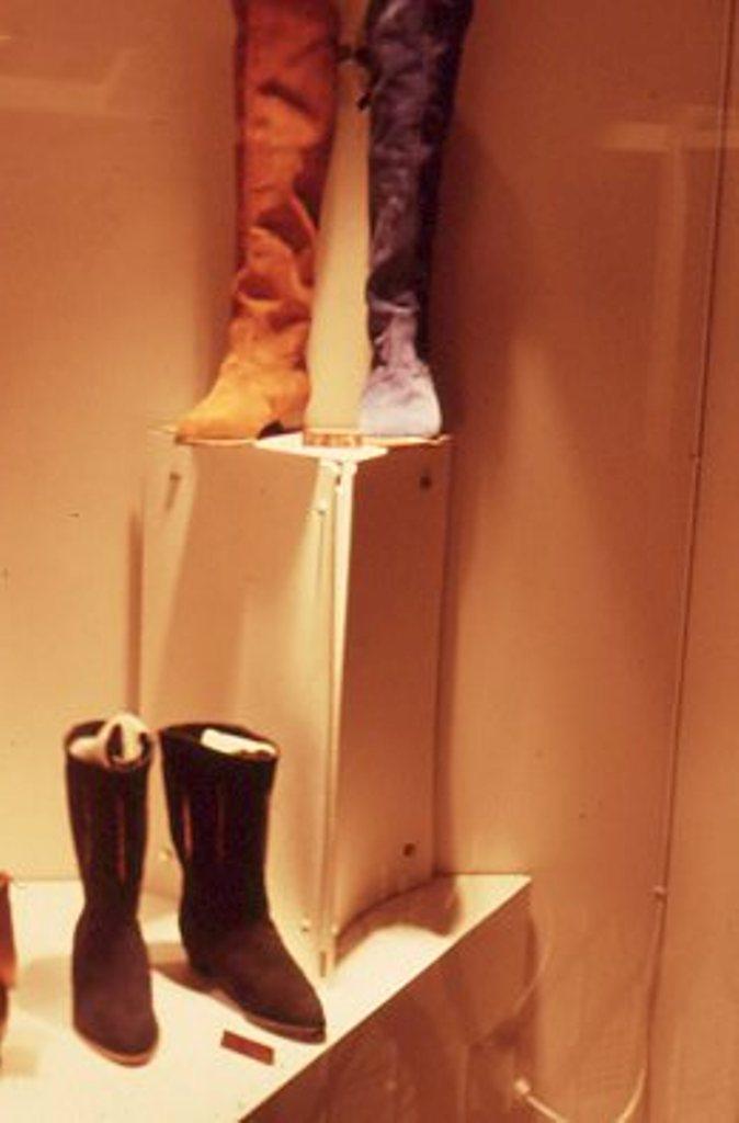 Lewis Design London - Shoe Shop (3)