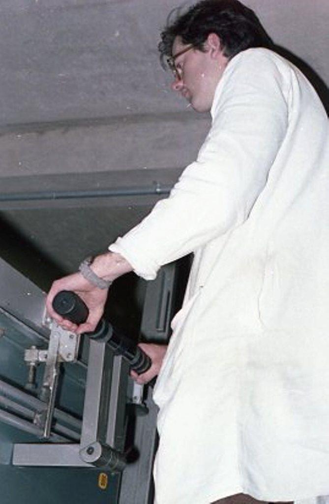 Lewis Design London -Vacuum Former004
