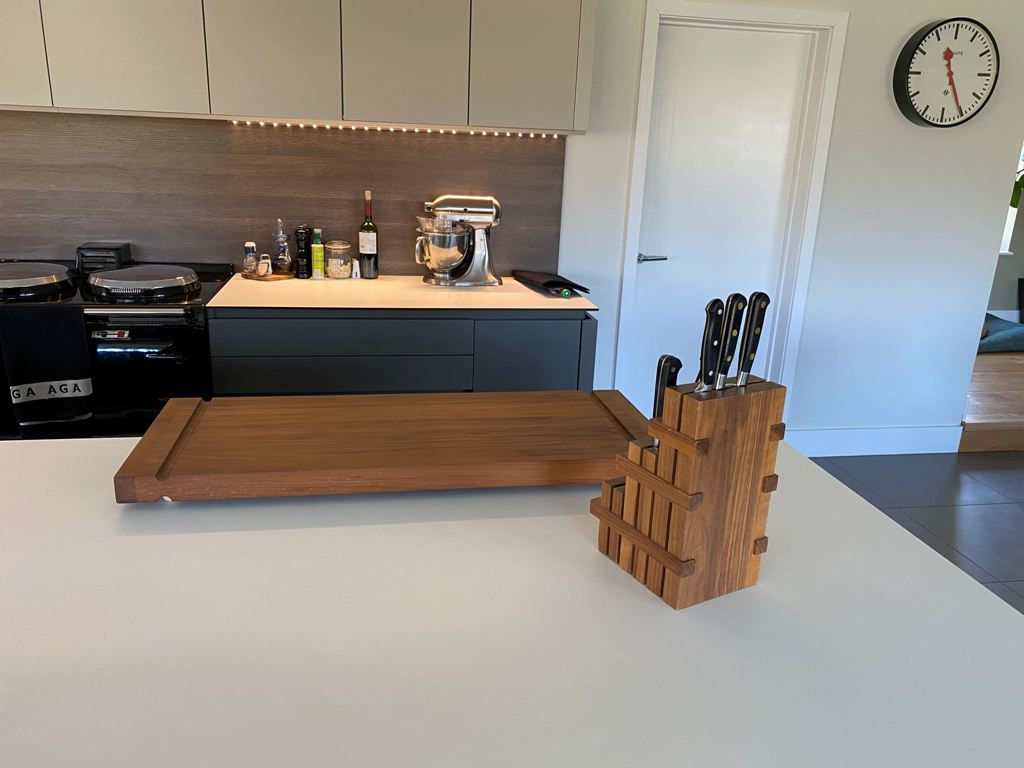 Lewis_Design_London_-_Knife_block_and_chopping_board_2